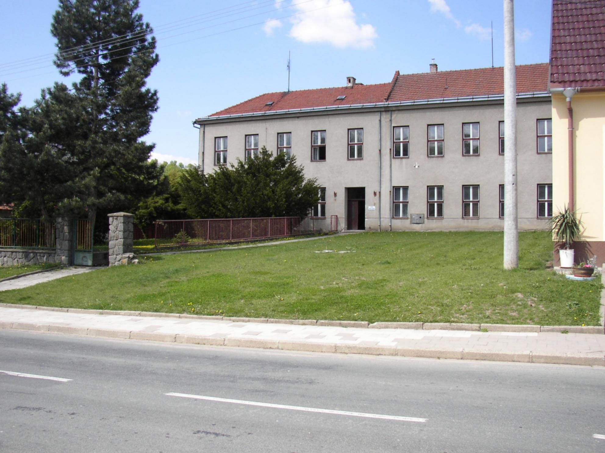 OBRÁZEK : horni_bojanovice_2006_budova_knihovny_kveten_-_2.jpg